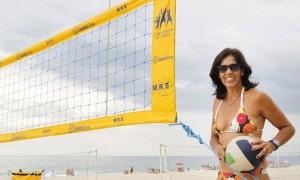 Jackie Silva é uma das heroinas do vôlei de praia brasileiro - Mônica Imbuzeiro/O Globo