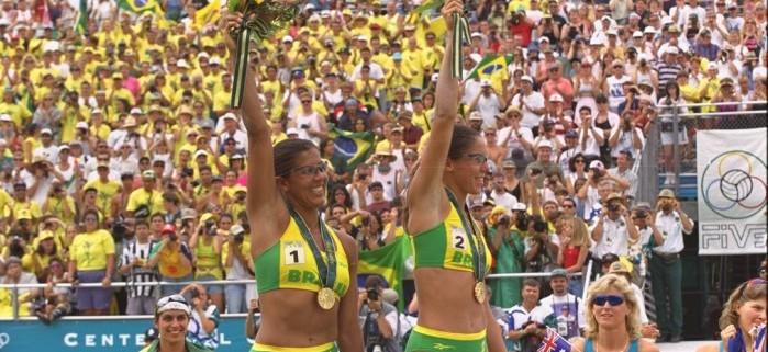 Jackie e Sandra após no pódio com o ouro olímpico em Atlanta-1996 - Ivo Gonzalez